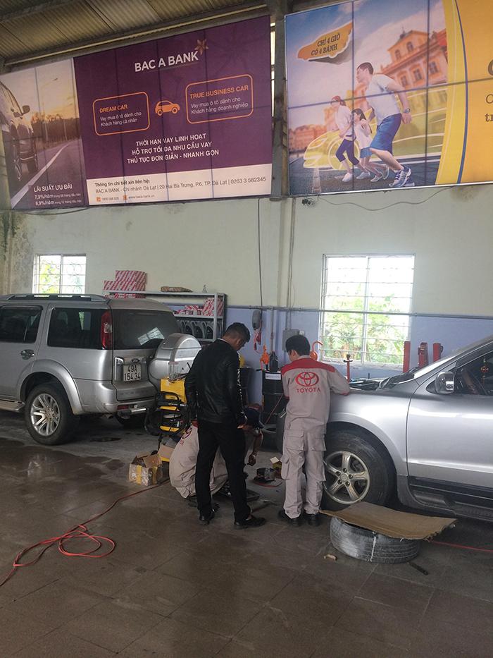 Chăm sóc xe tại Showroom